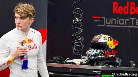 ダニエル・ティクタムがレッドブル・ホンダをドライブ@F1バーレーンテスト