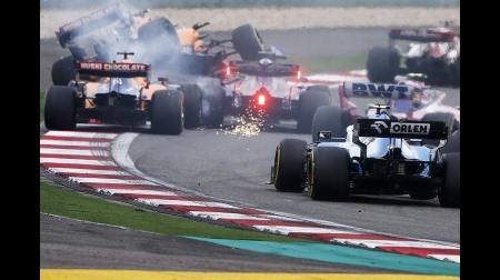 クビアト、マクラーレンを2台撃墜でドライブスルーペナルティ@F1中国GP決勝