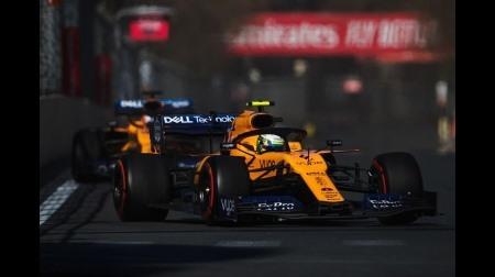 マクラーレンのサインツ、メルセデスやフェラーリを見ている