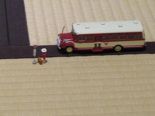 へりにバス