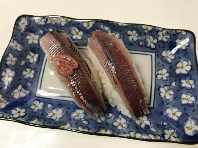 ウルメイワシの握り寿司(卵のせ)