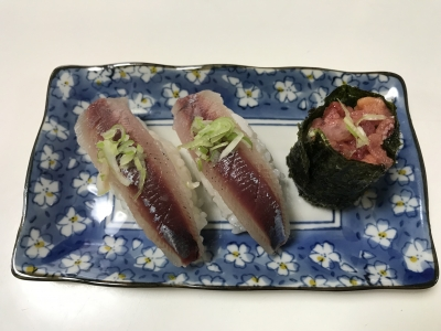 ウルメイワシの握り寿司とウルメイワシとカタクチイワシの卵の軍艦巻き