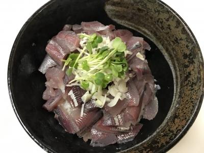 ウルメイワシの刺身丼