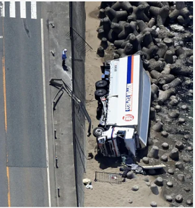 20190527砲弾10トンを積んだトラックが事故