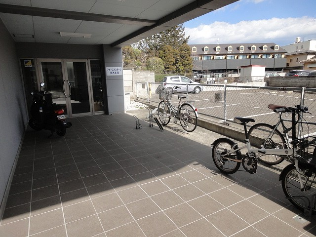玄関前駐輪場