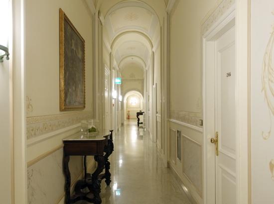 ヴィ・廊下