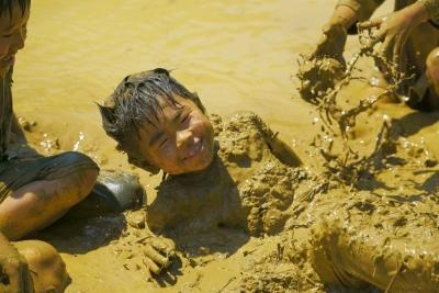 とさ自由学校泥んこ遊び