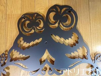 アトリエそうデザイン制作のロートアイアン風アルミ製妻飾りです。ふくろう2羽が仲良く並んでいる素敵な妻飾りの写真です。