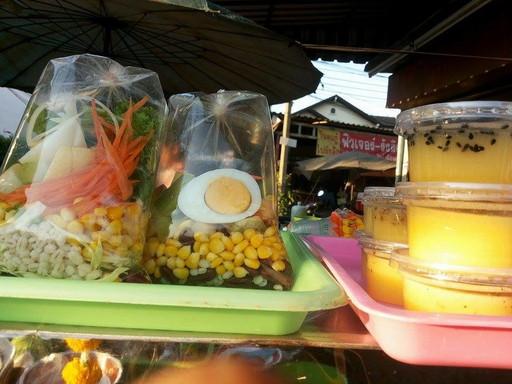 市場のサラダ (2)