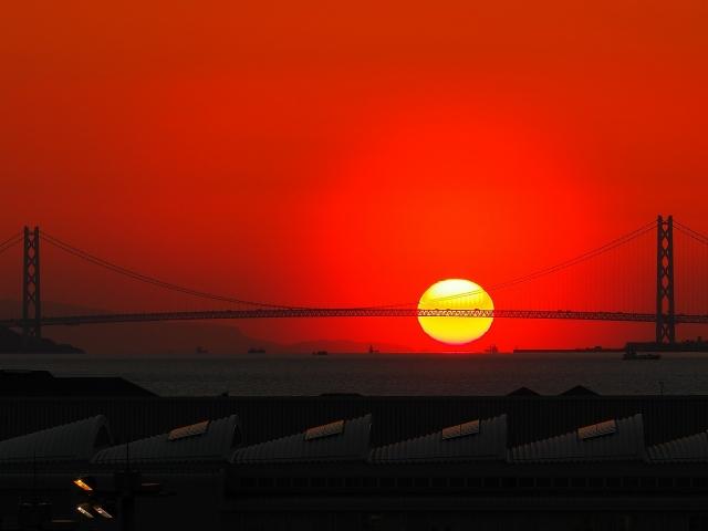 190308明石海峡大橋と夕日2