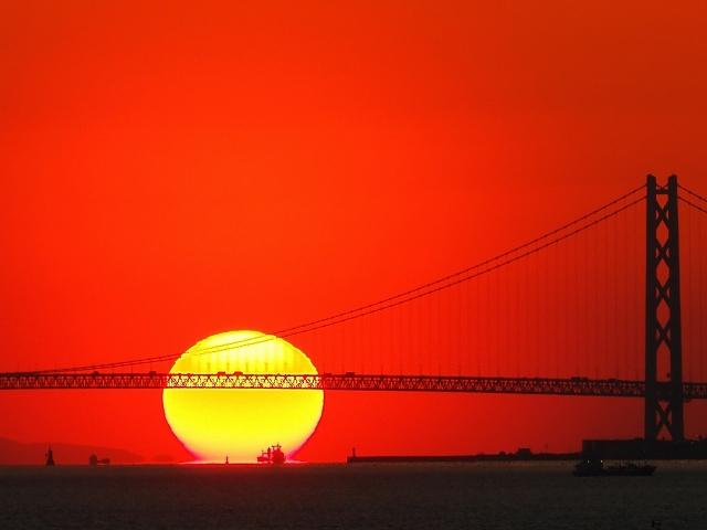 190308明石海峡大橋と夕日3_1