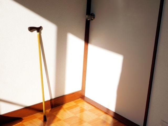 立てかけた杖