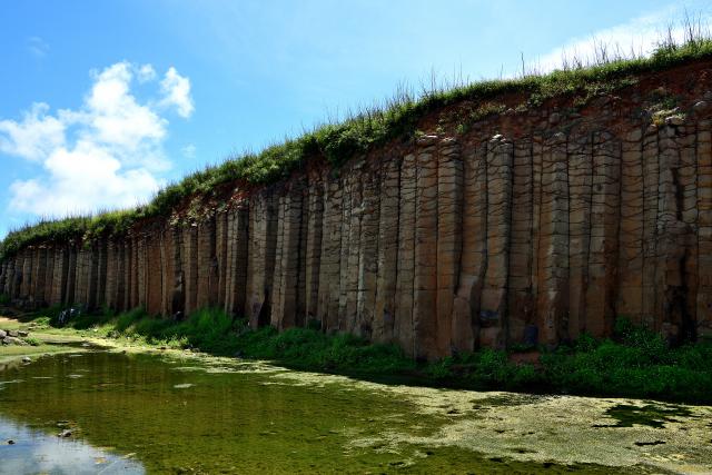 玄武岩の断崖(2)