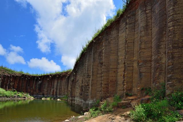 玄武岩の断崖(1)