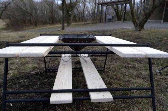 テキーラレッグLとワンバイフォー材6枚の自作囲炉裏テーブルにスノーピーク焚火台Sをフィッティング
