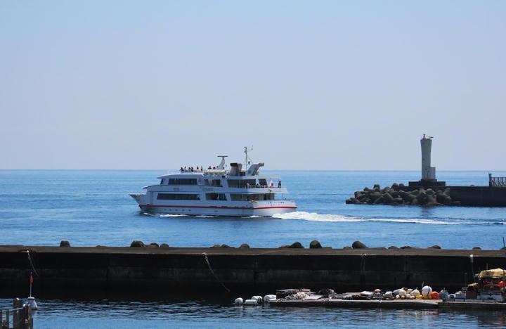 初島行きの船-812