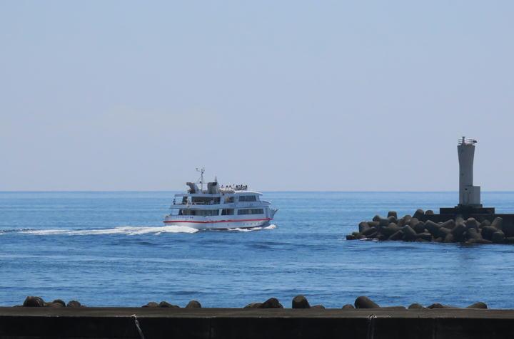 初島行きの船-814
