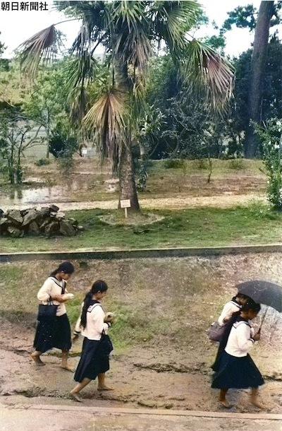戦前の沖縄の女学生たち。D4A70zqU4AEZNfd