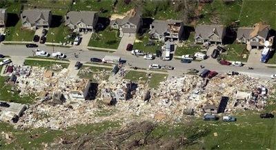カンザス州とミズーリ州の最新の竜巻KCM_GladstoneMissouriMay420
