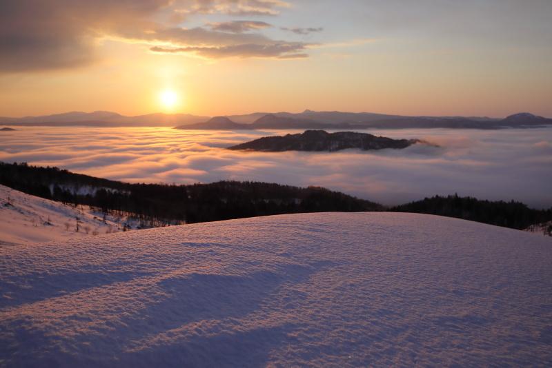 3659 雪山と日の出