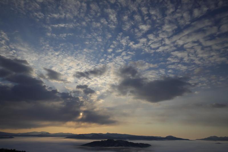 3728 雲海とダイナミックな雲
