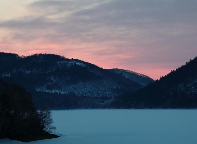 6384 然別湖の朝焼け