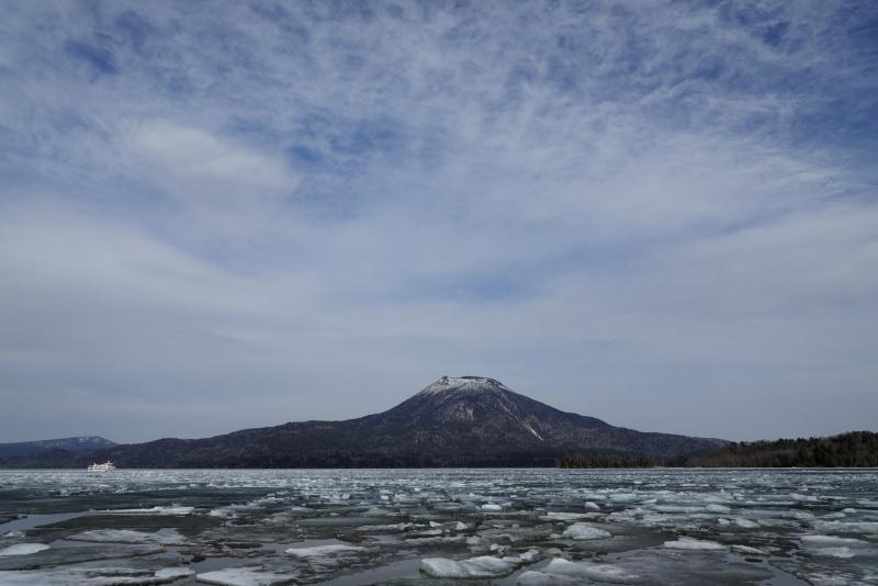 7262 雄阿寒岳と湖氷