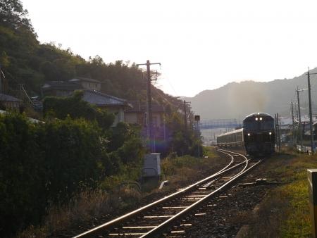 大草駅を通過