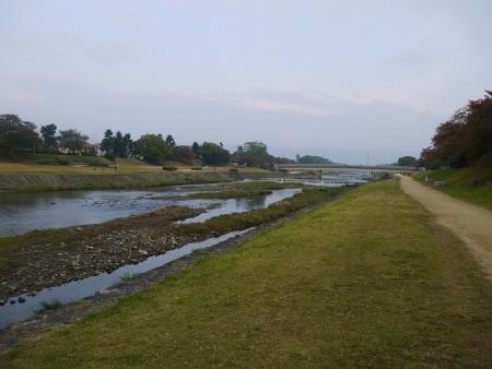 賀茂川沿いに