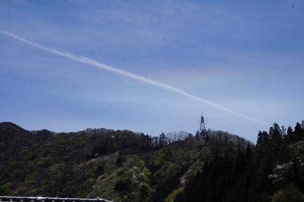 飛行機雲と虹