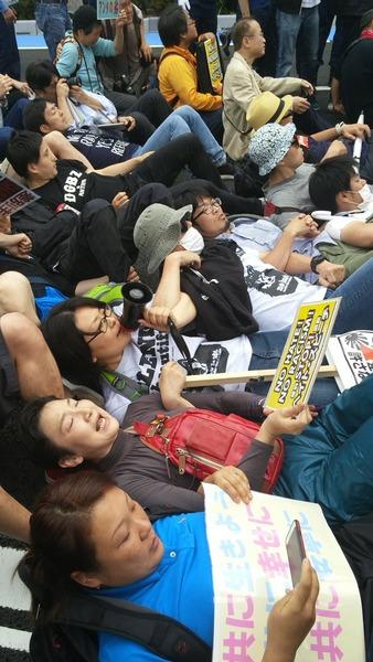 520160605川崎発!日本浄化デモ第三弾!国会議員の有田ヨシフも一緒になって車道に集団で座り込んだり寝そべったり(シットイン)してデモ妨害(道路交通法違反)を行った!