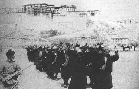 やくみつる「絶対戦わない!降参して中国領で生き続けたい」・チベット族やウイグル族は滅亡の危機