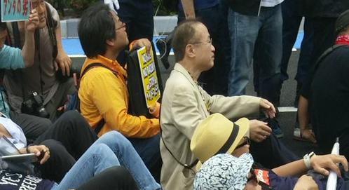 20160605川崎発!日本浄化デモ第三弾!国会議員の有田ヨシフも一緒になって車道に集団で座り込んだり寝そべったり(シットイン)してデモ妨害(道路交通法違反)を行った!