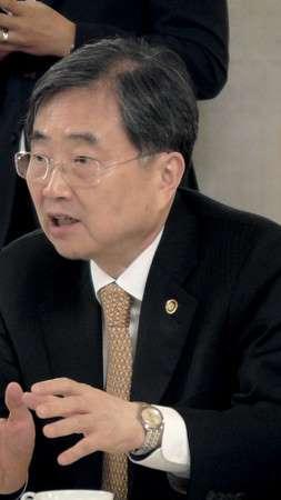 時事通信社26日、ソウルで開かれた議員との会合であいさつする韓国の趙顕外務第1次官