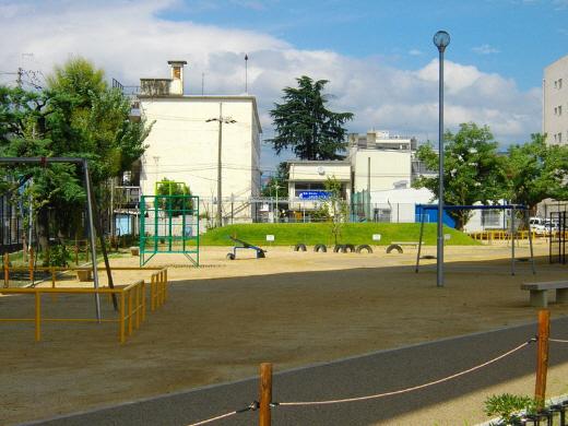 50年間に及ぶ朝鮮学校による不法占拠から解放され、現在は正常な状態となっている京都市管理の「勧進橋児童公園」(2012年9月に撮影)