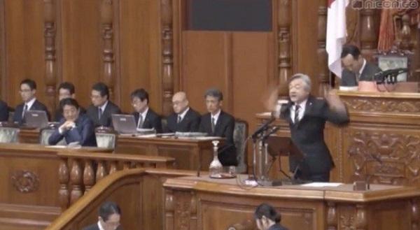 立憲民主党(旧民主党)は、反日朝鮮人の白真勲が登壇し、踊りながら、意味不明な安倍政権批判。驚くべきことに、今も国会をサボっていることを強調するなど、仕事をしてないことを自慢した!