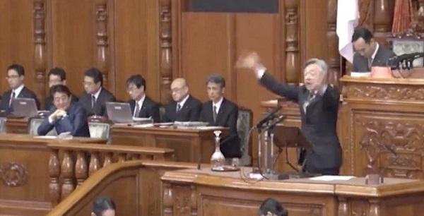 対する立憲民主党(旧民主党)は、反日朝鮮人の白真勲が登壇し、踊りながら、意味不明な安倍政権批判を披露した。そして、驚くべきことに、白真勲は、今も国会をサボっていることを強調するなど、仕事をしてないこと