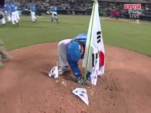 イチロー 無礼な韓国に激昂する! Ichiro Suzuki was quite angry at rude Korean behavior WBC 2006 JAPAN vs KOREA