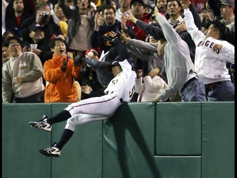 イチロー 韓国人に捕球妨害されキレる!ICHIRO interfered with a catch and got angry at Korean WBC 2006 JAPAN vs KOREA