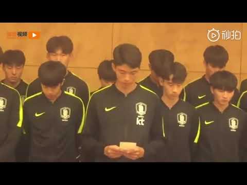 「大会への深刻な侮辱」優勝トロフィーを踏みつけたサッカー韓国代表、批判受け謝罪