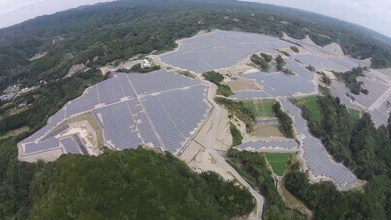 既に近くの内浦地区の山に設置されてしまったソーラー発電所。118ha、1140万kwh Yで、今回の3分の1程度の規模。