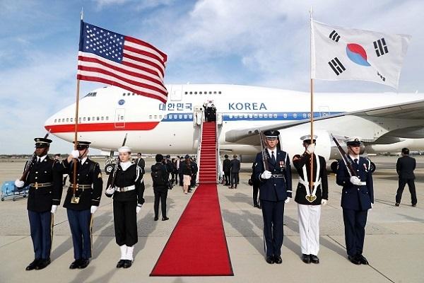 ▽写真 2019年4月11日=色あせ:ムン・ジェイン大統領が韓米首脳会談のため