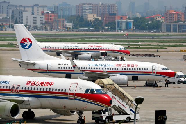 【中国人トラブル】列ができる前に飛行機を早く降りようと非常ドアを無理矢理開けた男、地上へ降りる階段がなくて逮捕。中国