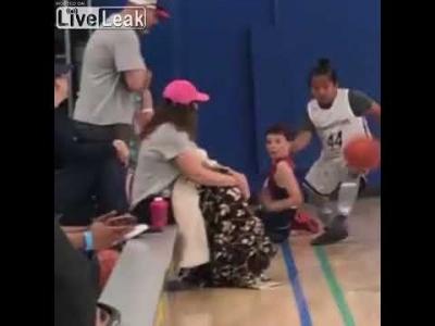 【苦笑】子供の試合で女が・・・