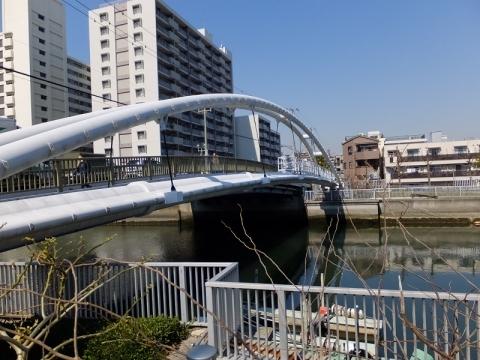 小名木川東深川橋の水管橋