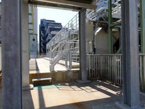 清澄排水機場の除塵機とホッパー