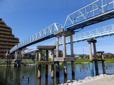 旧中川の送電線橋、水管橋