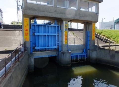 木下川排水機場・排す樋管ゲート