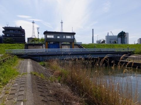 木下川排水機場・排水樋管ゲート