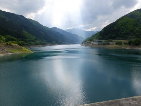 滝沢ダムより奥秩父もみじ湖を望む